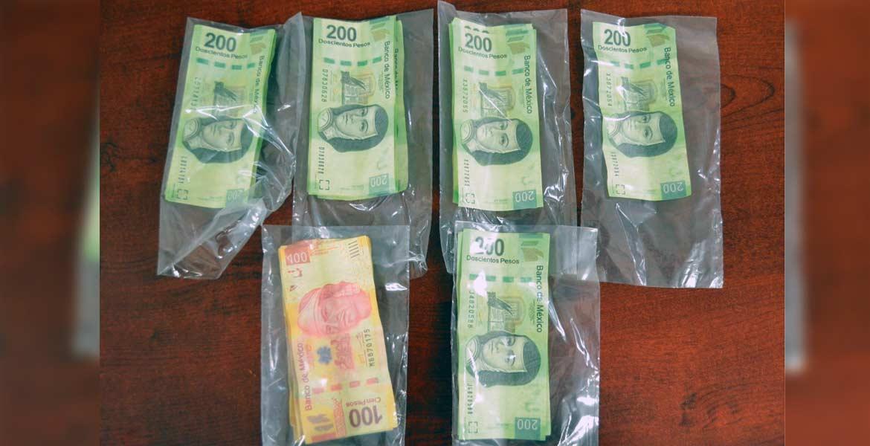 Aseguran. Treinta billetes falsos de 100 y 200 pesos le decomisaron al sujeto.