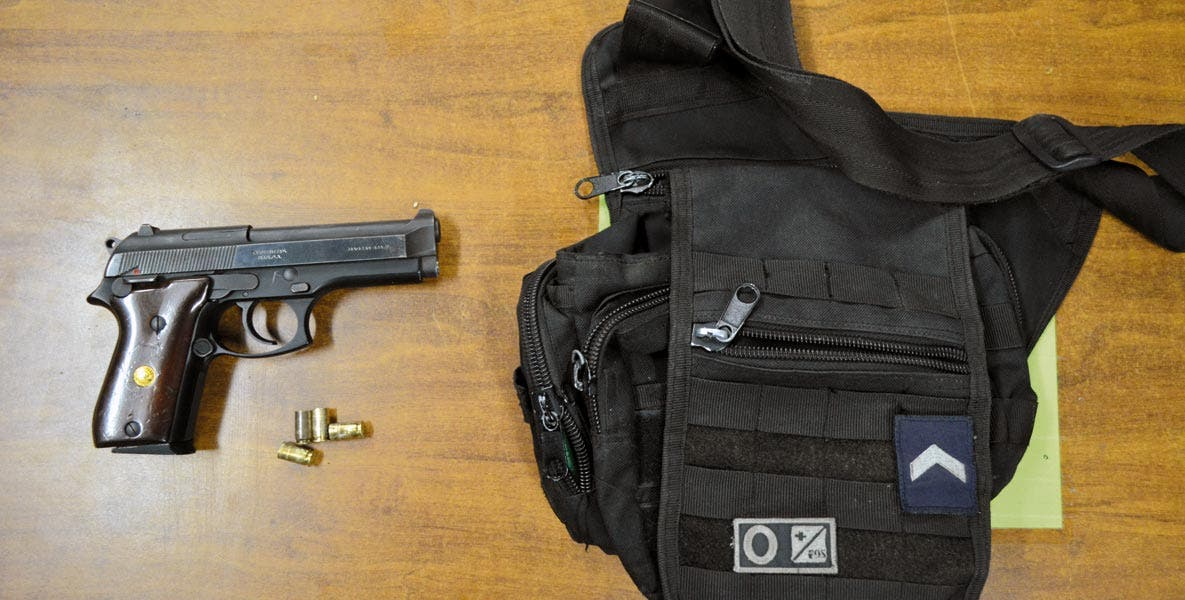 Decomiso. Un joven fue detenido con una pistola calibre .9 milímetros, tras patear el portón de la casa de su tía, en la colonia Calera Chica, de Jiutepec.