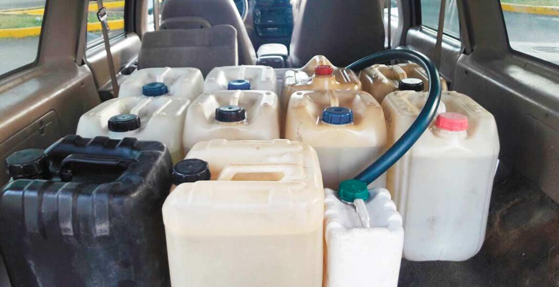 Decomiso. Un sujeto fue detenido con 200 litros de diésel presuntamente robados que transportaba en su camioneta.