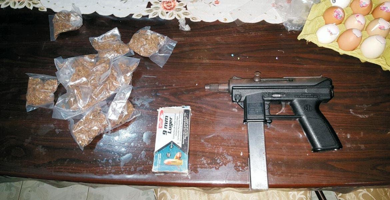 Cateo. En la revisión de un domicilio en Jonacatepec hallaron armas, drogas, cartuchos útiles y radios de comunicación.