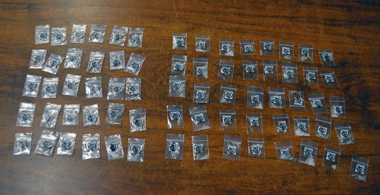 La droga. Cuatro personas fueron detenidas con 70 dosis de 'cristal', en el libramiento Chiverías-Puente de Ixtla.