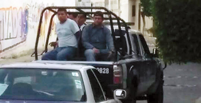 Hechos. Los sujetos fueron subidos a una patrulla y quedaron a disposición del Ministerio Público federal.