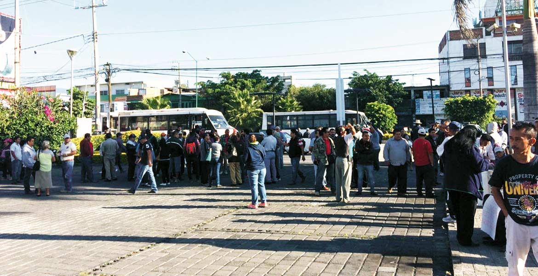 Protesta. Desde las 8:30 horas, los transportistas se manifestaron pidiendo se les reconociera las concesiones vencidas que poseen.
