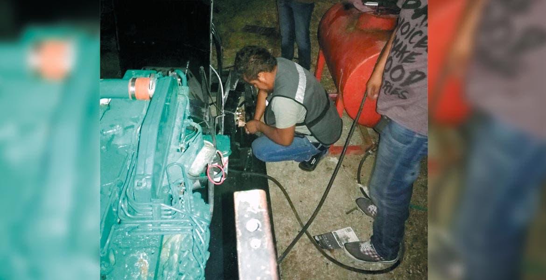 Reparación. Vecinos de la colonia Lázaro Cárdenas padecieron falta de agua durante varias horas hasta que SAPAC repuso lo robado.