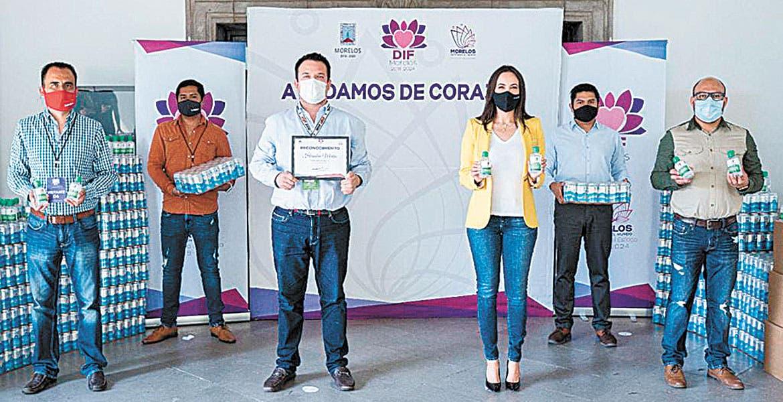 Fotonota: Donan gel a Sistema DIF Morelos