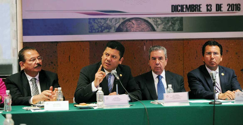 Postura. El diputado Javier Bolaños asegura que la comunidad migrante tiene el respaldo total del Congreso de la Unión.