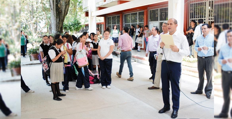 Recorrido. De viva voz, el legislador Jaime Álvarez constató los requerimientos del plantel, en favor de niñas de localidades lejanas