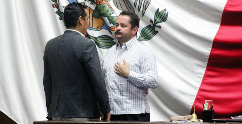 Repiten. El diputado Francisco Moreno, presidente del Congreso, dio lectura al acuerdo.