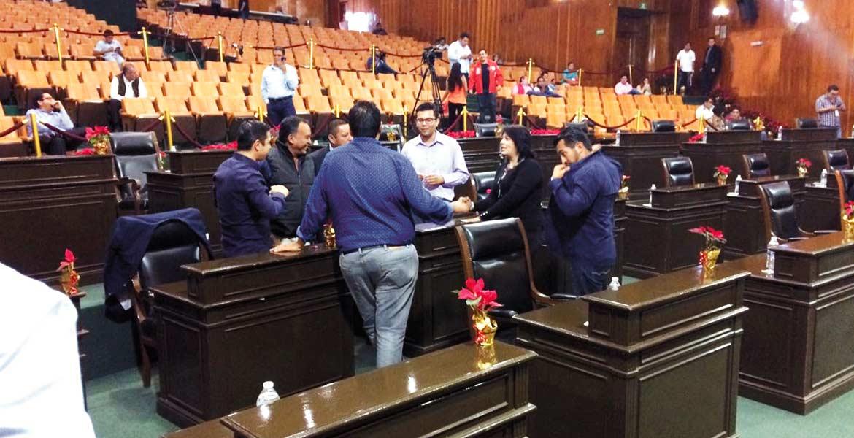 Concluye. Diputados locales terminaron la sesión iniciada el viernes 9 de diciembre, la número 14 del periodo. Presentaron iniciativas y dieron a conocer la correspondencia.