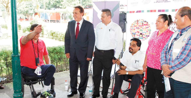 Reconocimiento. El delegado de Sedesol destacó la valía de las personas con discapacidad.