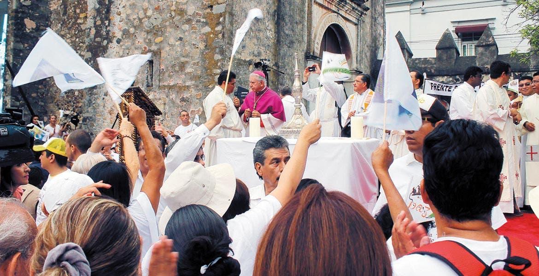 Mayo. El 21 de mayo, el XII Obispo de Cuernavaca encabezó una marcha, y a los pocos días emitió su Pastoral en rechazo del reconocimiento de los matrimonios igualitarios, el 18 de mayo del presente año.