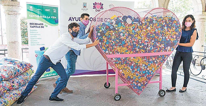 Entrega DIF Morelos 1.5 toneladas de roscas a Banco de Tapitas