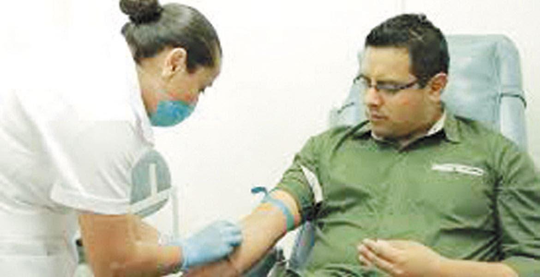 Joven rompe récord donando 23 veces — Donación de sangre