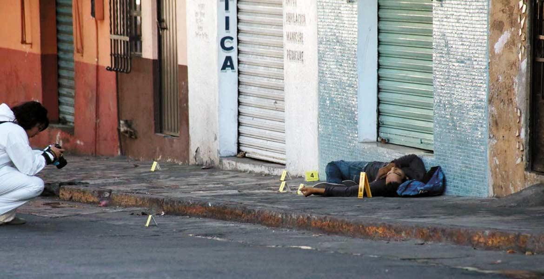 Diligencias. Un hombre fue asesinado a balazos al ser emboscado presuntamente por dos sicarios, cuando caminaba por la avenida Jesús H. Preciado de la colonia San Antón.