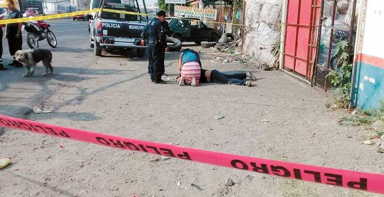 El atentado. Gerardo fue asesinado a balazos al ser emboscado por tres sujetos armados que le preguntaron cuánto pagaba por el cobre, para luego abrir fuego en su contra, afuera de su negocio en la colonia Ampliación Sur Hermenegilgo Galeana.