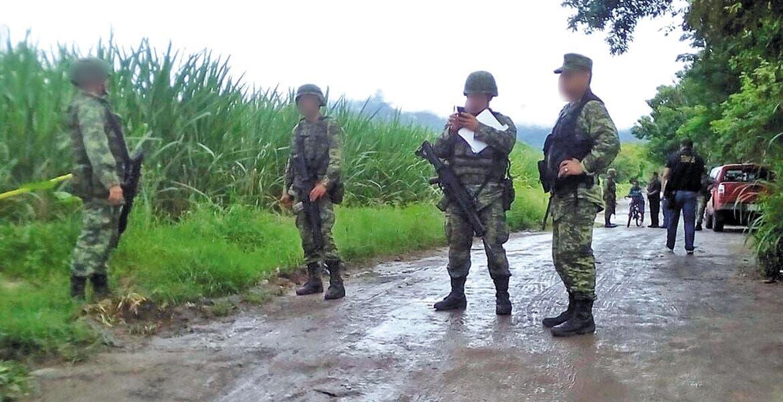 Diligencias. Elementos del Ejército mexicano y policías estatales tomaron conocimiento del crimen.