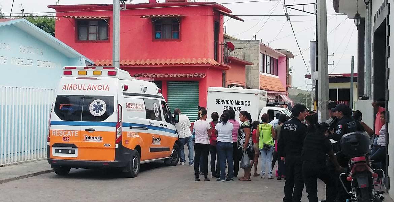 Homicidio. El ex secretario de Tetecala, Jorge Luis Delgado Martínez, fue ultimado a cuchilladas y estrangulado en el interior de su casa, ubicada en la colonia Centro.