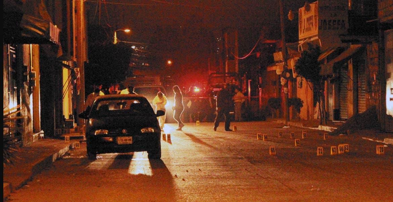 Asesinato. Celestino Esteban y Francisco Israel fueron ultimados a balazos, tras ser emboscado junto con tres hombres más que resultaron lesionados de gravedad, cuando caminaban por la calle César Sandino, de la colonia Josefa Ortiz de Dominguez.