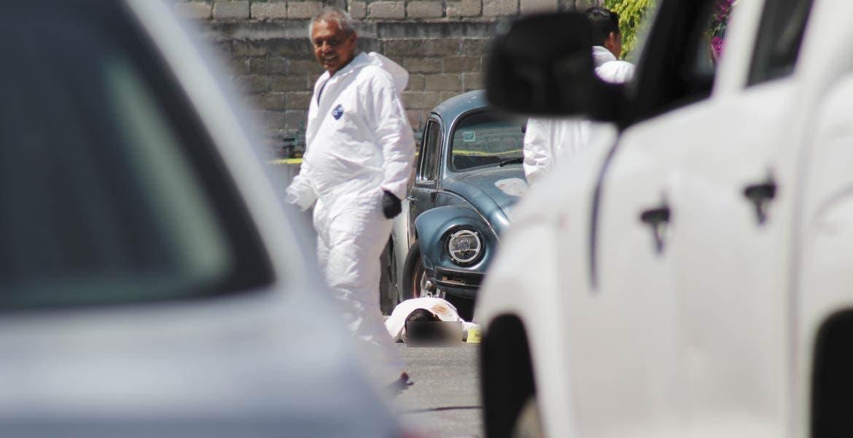 El crimen. Petronilo, su hermana Gilberta y una nena de 10 años, fueron asesinados a balazos cuando pretendían abordar su auto en la privada Santa Ana Amanalco.