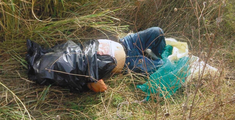 Hallazgo. Un hombre fue asesinado, embolsado y abandonado en un camino de terracería del poblado de Chiconcuac, en Xochitepec.