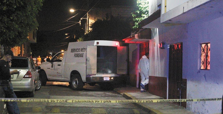 Una mujer de la tercera edad murió al desangrarse tras ser degollada, presuntamente durante un robo en su casa.