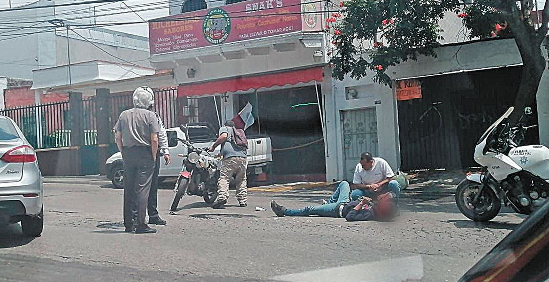 Derrapa en su moto en colonia El Empleado, Cuernavaca