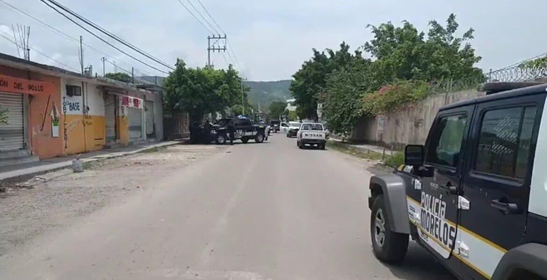 Abandonan cadáver de hombre en cajuela de auto en Tezoyuca, Emiliano Zapata
