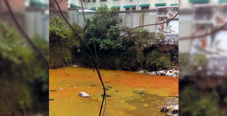 Se han extraído 120 mil litros de agua estancada, que ya genera malos olores.