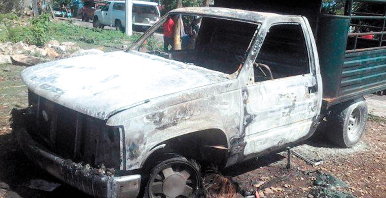 Enfrentamiento. Una persona lesionada y autos quemados fue el saldo del conflicto derivado del juicio contra homicidas de un activista.