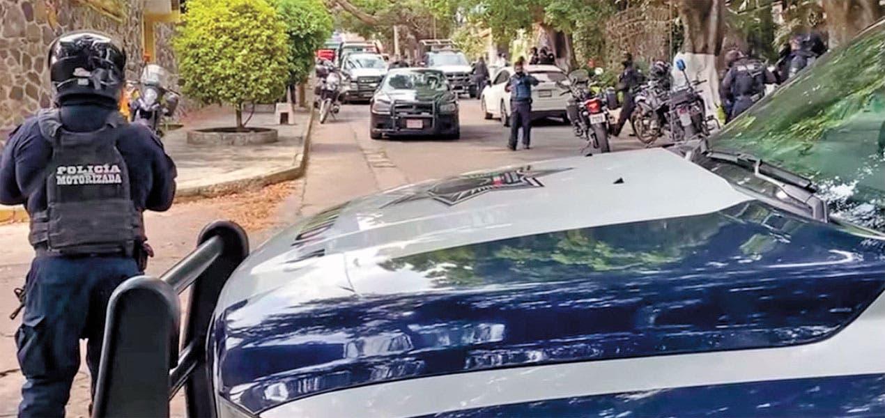 Sacan arma dos escoltas en Cuernavaca