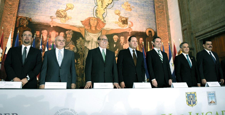Convenio. El Gobernador Graco Ramírez, su homólogo del Estado de México, Eruviel Ávila, el secretario de Educación, Aurelio Nuño y Miguel Ángel Mancera, jefe de Gobierno de la Ciudad de México, durante de la firma del acuerdo.