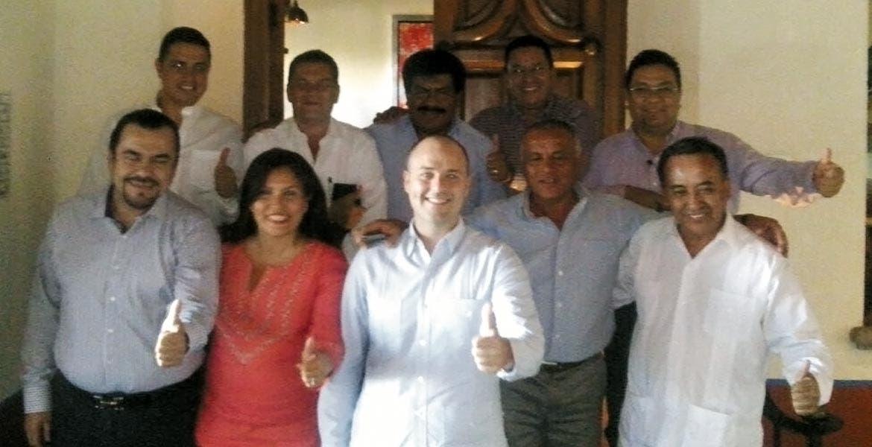 Decisión. Los legisladores del PRD con su dirigente, Rodrigo Gayosso, después de elegir al diputado Julio Espín coordinador para el segundo año de la Legislatura.