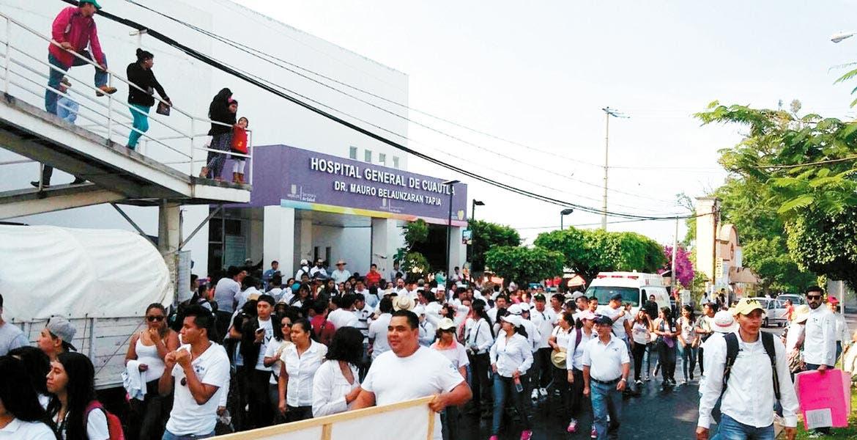 Contingente. Estudiantes. transportistas de otros municipios y organizaciones tomaron las principales avenidas de Cuautla, generando cierre de negocios y afectaciones viales.