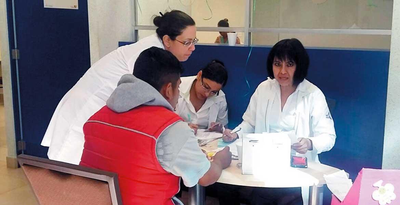 Desde lejos. Algunas personas llegaron desde Tetela del Volcán, al Oriente del estado, para donar sangre.