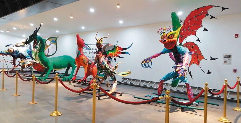 Exposición. En el Congreso todo listo para la inauguración de la exposición de alebrijes gigantes, hechas por artesanos.
