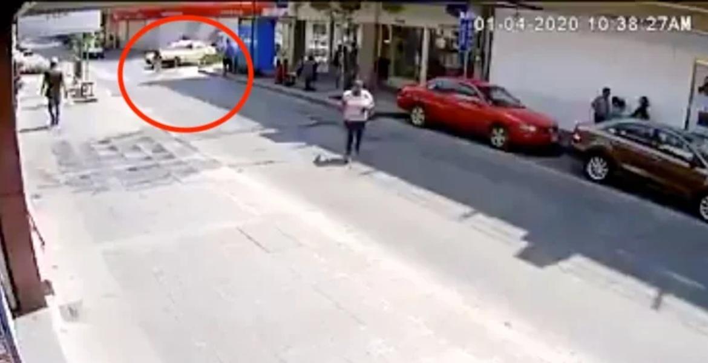 Taxista atropelló a una mujer y se dio a la fuga