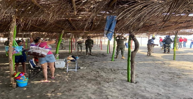Desalojan a turistas de playas de Acapulco