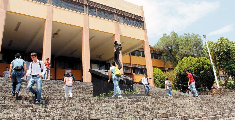 Malos manejos. Desde el 2013, la pulcritud en la gestión de Alejandro Vera al frente Máxima Casa de Estudios de Morelos se encuentra en entredicho.