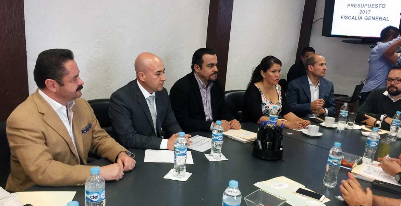 Reunión. Javier Pérez Durón dialogó con integrantes de la Junta Política, con quienes tocó temas como el presupuesto para el 2017 para la Fiscalía y el caso Tetelcingo.