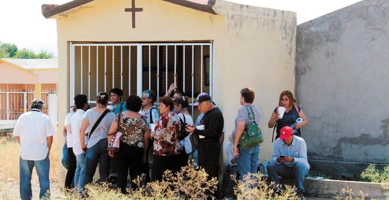 Víctimas. Familiares de personas desaparecidas, entre ellos de Nuevo León, acudieron al panteón de Jojutla con la esperanza de hallar a sus consanguíneos.