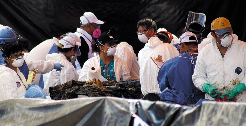 Un total de 53 cuerpos fueron exhumados de la fosa Oriente; en el sexto día de labores, el personal recuperó los últimos ocho cadáveres.