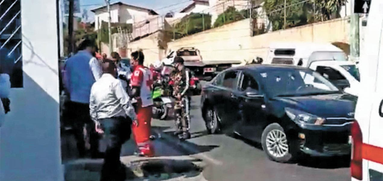 Sufre fractura de pierna tras choque en Cuernavaca