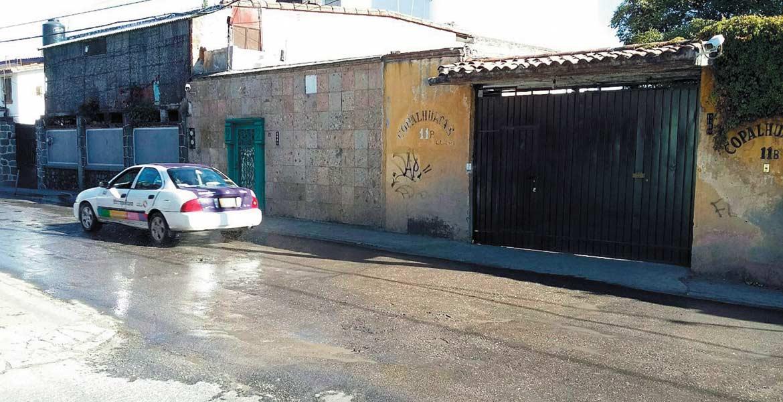 En Ahuatlán. La calle Copalhuacán se ha convertido en un riachuelo de aguas residuales, denuncian los vecinos.