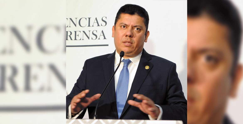 Urge. Javier Bolaños dijo que es urgente un periodo extraordinario para resolver las iniciativas presentadas.