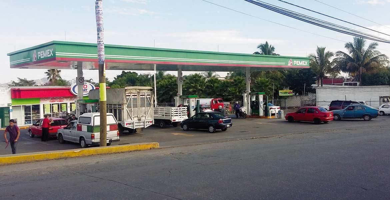 No hay desabasto. De acuerdo con Petróleos Mexicanos, el combustible se agotó en algunas estaciones porque hubo una demanda excedente de hasta 40 por ciento, pero aseguran que hay abasto para 6 días