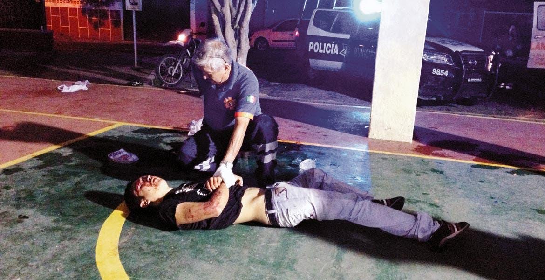 Atención. Un joven fue brutalmente golpeado por sus compañeros de parranda, cuando se encontraban tomando en las canchas de Civac.