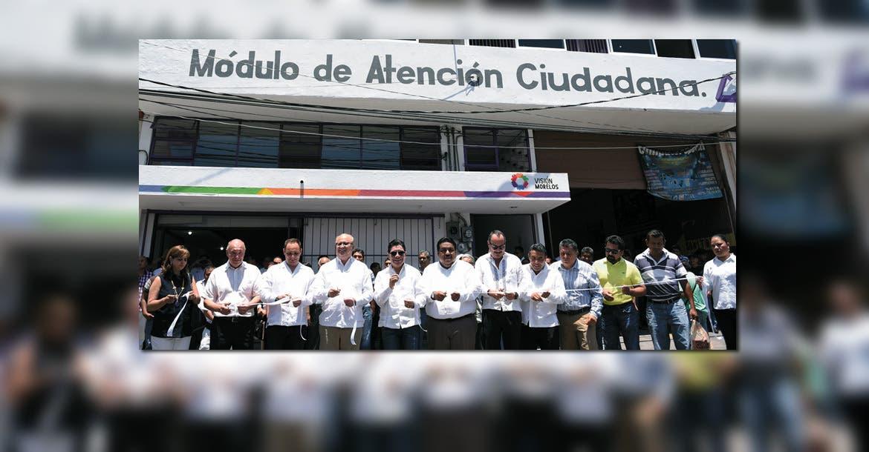 Corte de listón. El Gobernador Graco Ramírez, Matías Quiroz Medina, secretario de Gobierno, Jorge Messeguer, titular de Movilidad, entre los asistentes