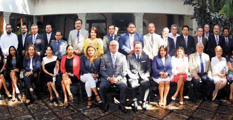 Reunión. En la Residencia Oficial, el Gobernador Graco Ramírez invitó a los representantes de los tres poderes a trabajar en armonía y comunicación, siempre en beneficio de los morelenses.