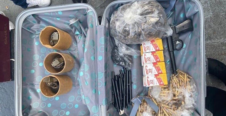 Capturan a mujer que vendía granadas, plumas pistola y marihuana