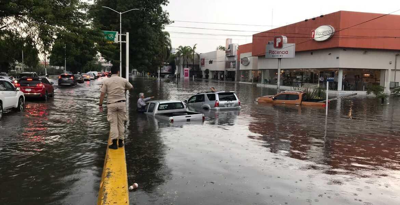 Guadalajara bajo el agua; severas inundaciones por lluvia y granizo